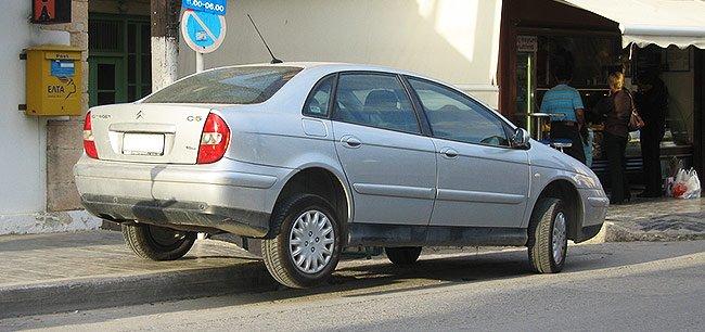 Fantastische Weise Ihr Auto zu parken ...