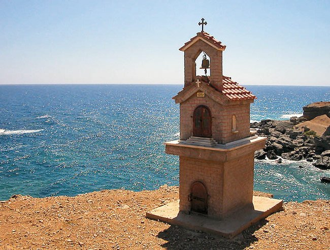 Miniaturkirchen am Straßenrand in Kreta