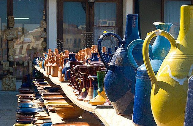 Kauf von Keramik und Töpferwaren in kretischen Dörfern