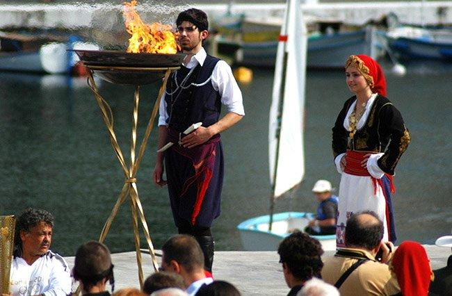 Traditionelle kretische Kostüme